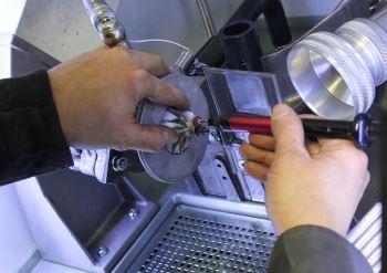 Turbolader Instandsetzung an Maschine